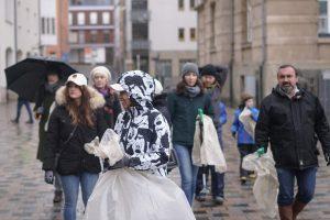Les eschois se retroussent les manches pour nettoyer leur ville!